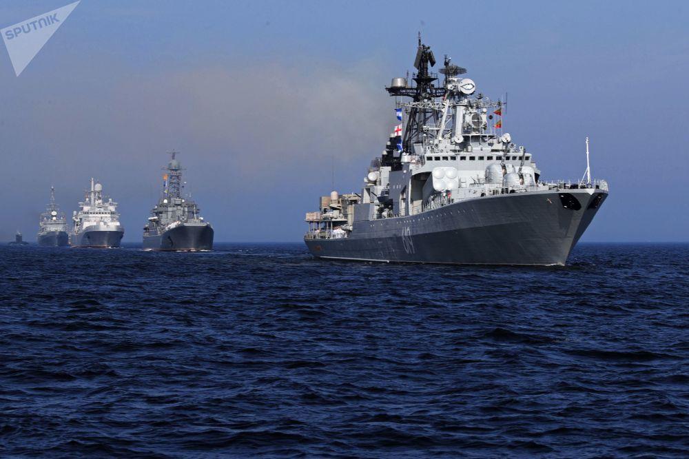 俄羅斯海軍節主閱兵式在聖彼得堡和喀琅施塔得港舉行俄羅斯海軍節主閱兵式在聖彼得堡和喀琅施塔得港舉行