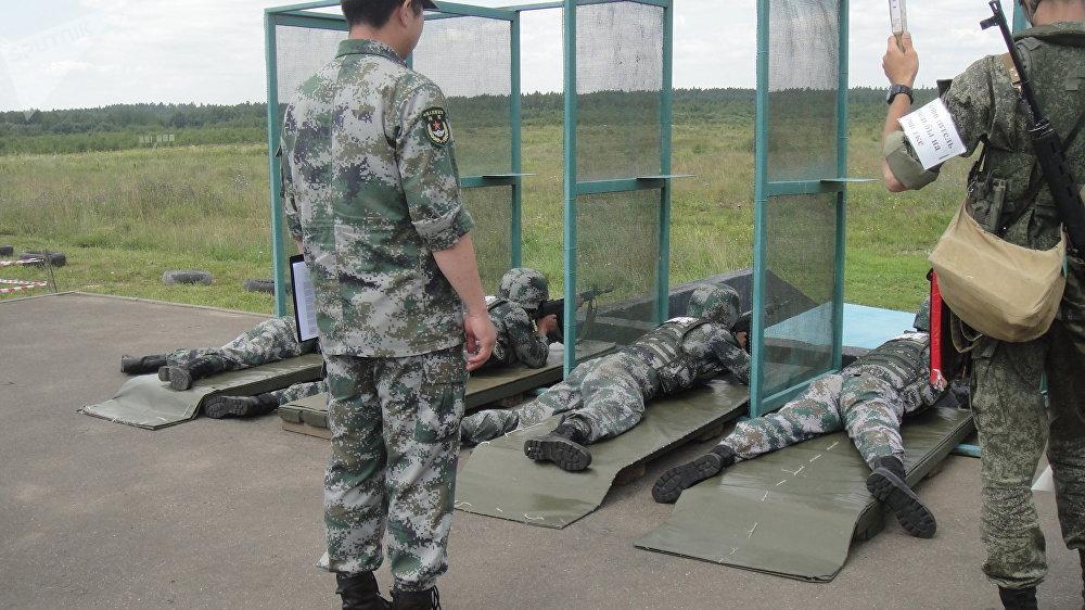 據俄羅斯衛星通訊社記者報道,官兵們在莫斯科郊外的阿拉比諾軍事訓練場進行了實彈射擊,取得了優異的成績。