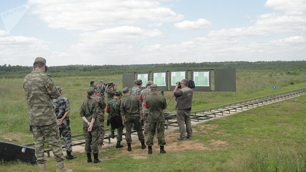 中國官兵在莫斯科近郊進行實彈射擊
