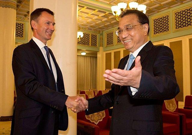 中國國務院總理李克強會見來華出席第九次中英戰略對話的英國外交大臣亨特