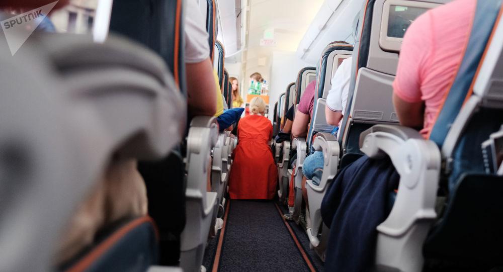 一家航空公司强迫乘客旅途全程坐在地板上