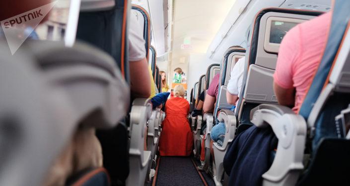 飞机乘客叙述了自己在飞机安全降落时鼓掌的理由