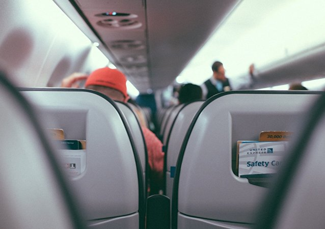 一名夏威夷航空公司航班乘客在機艙內打開胡椒噴霧引15人不適