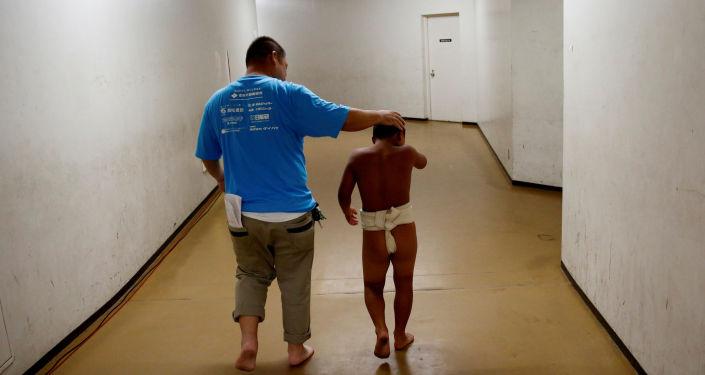 日本内阁通过法案 禁止虐待儿童