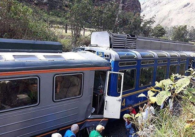 秘魯兩輛旅遊列車在前往馬丘比丘途中相撞