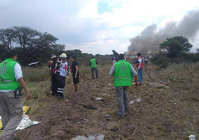墨西哥一架載有103人的飛機失事