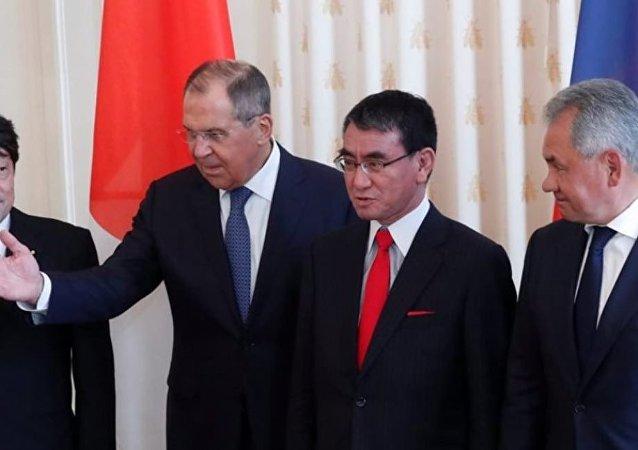 """日俄为发展关系应继续举行""""2+2""""会谈"""