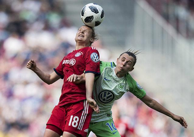 科學家:頭球對女性球員更危險