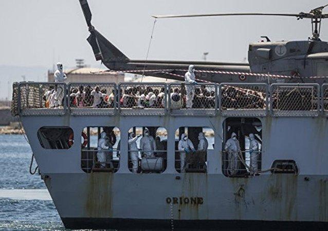 西班牙救援局:西班牙海岸附近約900名移民被救 13人失蹤