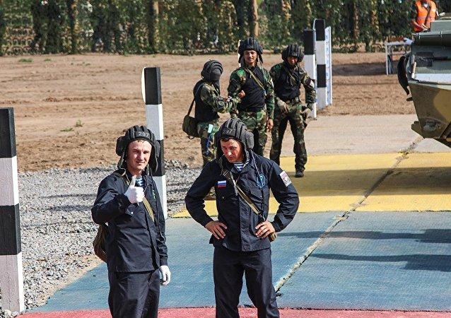 俄中白三国在普斯科夫靶场伞兵比赛初期阶段入围三强