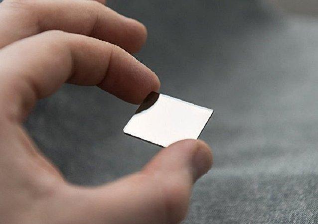 学者们在冷冻后制造出塑性更强的超级坚固的金属玻璃