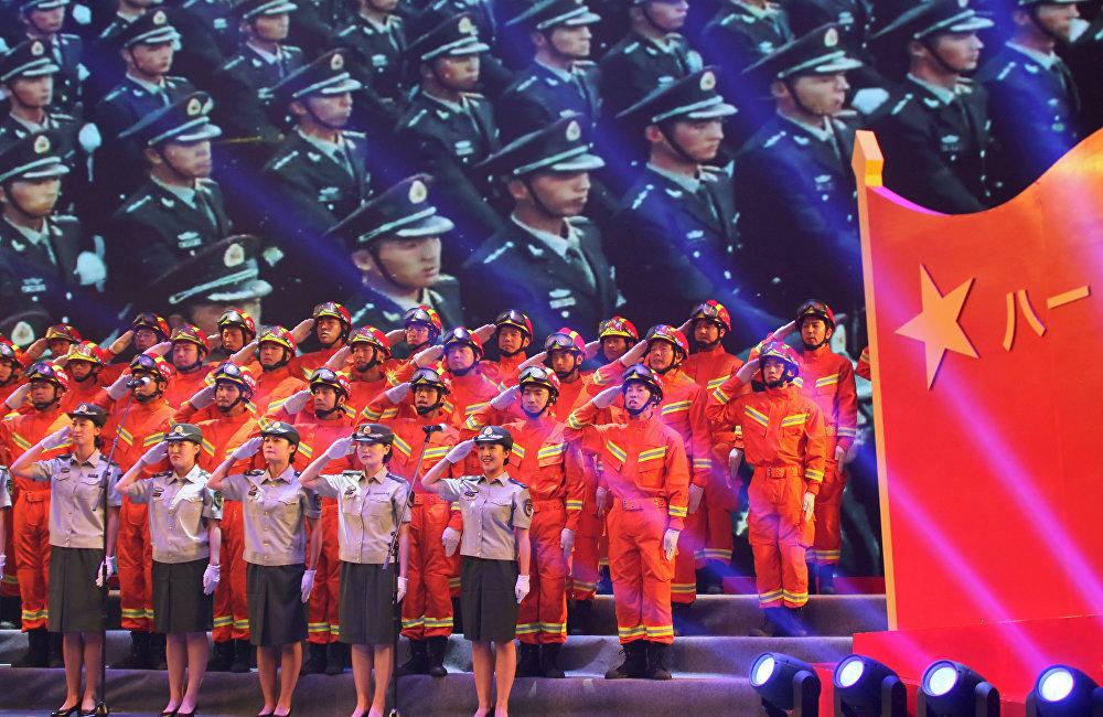 """8月1日,中国人民解放军庆祝建军91周年,媒体呼吁军队提高国家防御能力,做好打""""无备之仗""""的准备。"""
