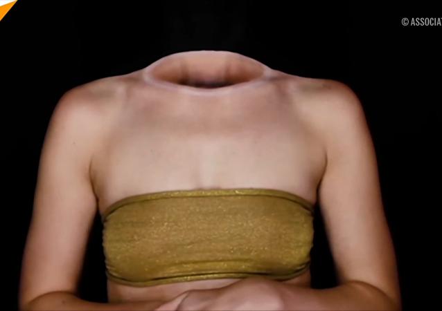 塞爾維亞化妝師把自己畫成衣架上的衣服