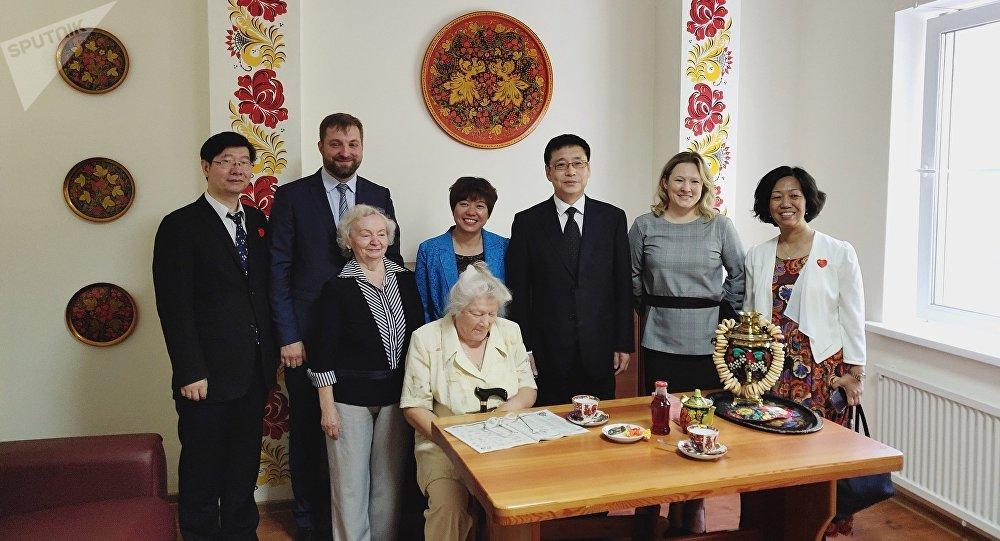 中國社會部門代表在莫斯科31號勞動老兵寄宿公寓