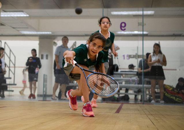 叙利亚的孩子们在香港青少年壁球比赛中