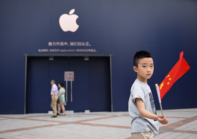 中國中學生以不發畢業證為要挾被派到蘋果公司的工廠工作