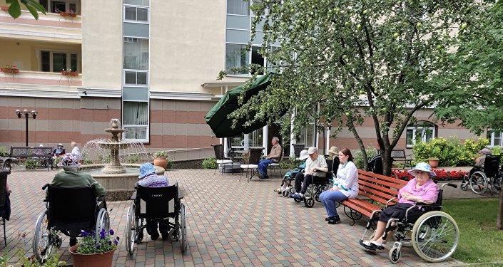 莫斯科第三十一老職工養老院,散步。