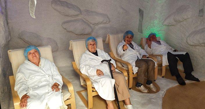 莫斯科第三十一老職工養老院.有助於器官呼吸的保健項目「鹽浴」