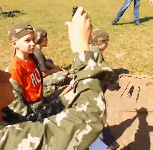 俄开启儿童军事夏令营
