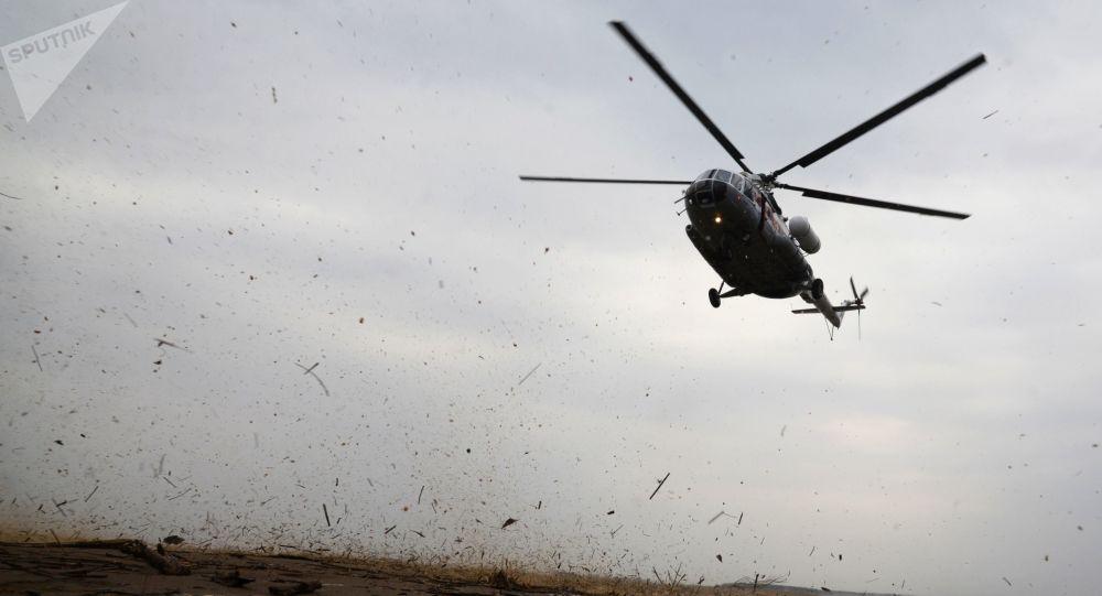 俄紧急情况部直升机飞往阿尔泰山救援游客