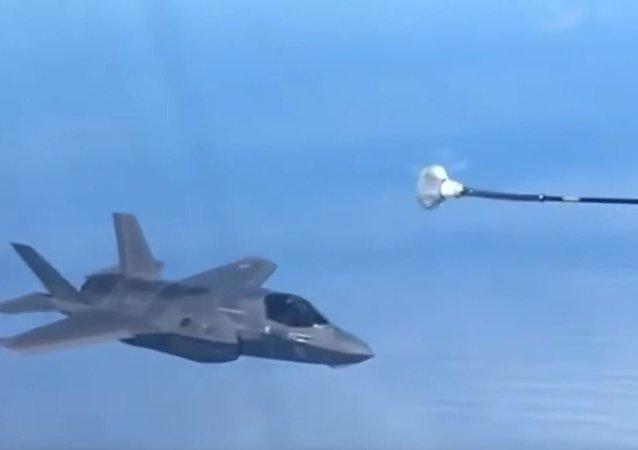 F-35空中加油不成功视频曝光