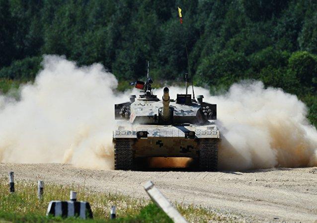 坦克接力赛在阿拉比诺拉开帷幕