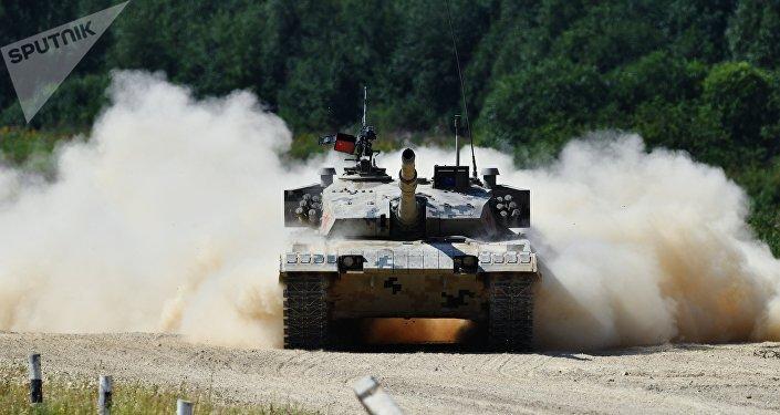 坦克接力賽在阿拉比諾拉開帷幕