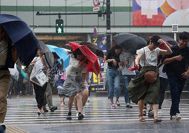 台风掠过日本(资料图片)