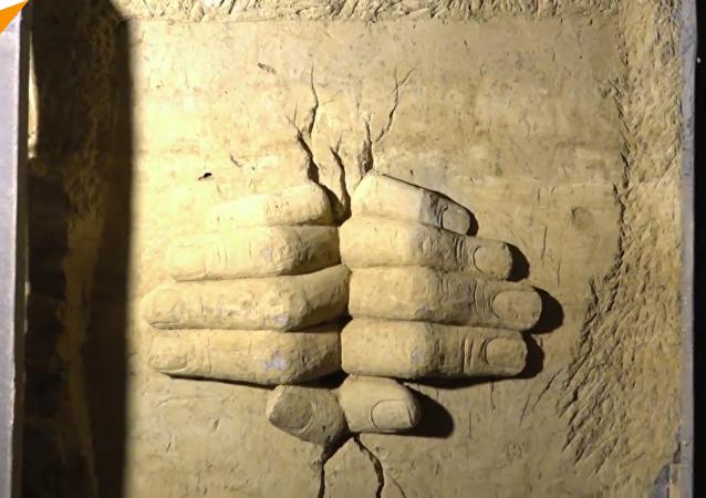 在被解放的叙利亚城市里,地下隧道在雕塑家手中变成了艺术长廊