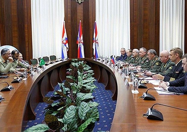 俄罗斯副防长与巴基斯坦参联会主席讨论双边合作