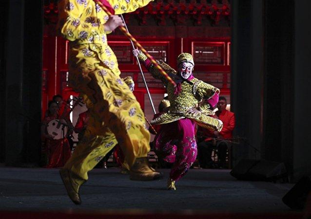 俄中民众在哈尔滨之夏音乐会框架内开展歌舞比赛