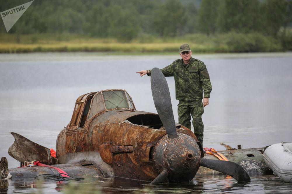 """俄罗斯打捞起一架""""伊尔-2""""传奇攻击机"""