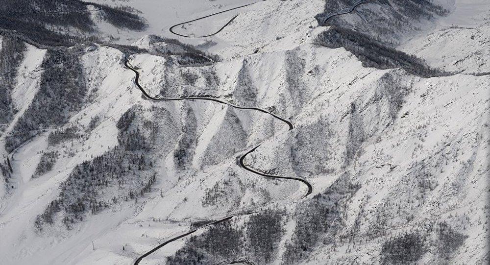 俄紧急情况部:救援人员正在厄尔布鲁士山搜寻一名登山者