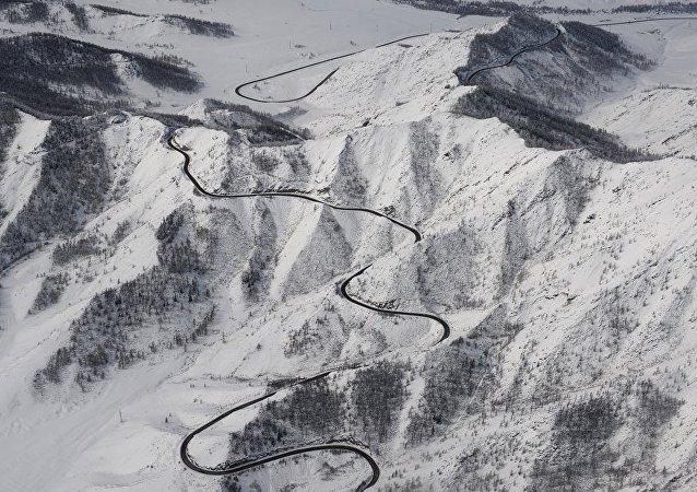 俄緊急情況部:救援人員正在厄爾布魯士山搜尋一名登山者