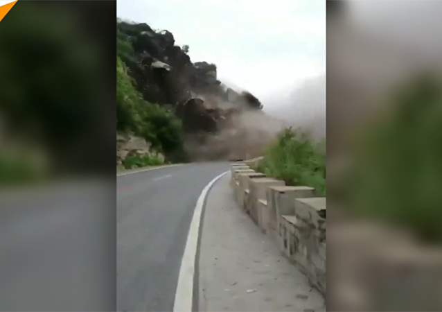 北京房山區發生山體崩塌 無人員傷亡和車輛損失