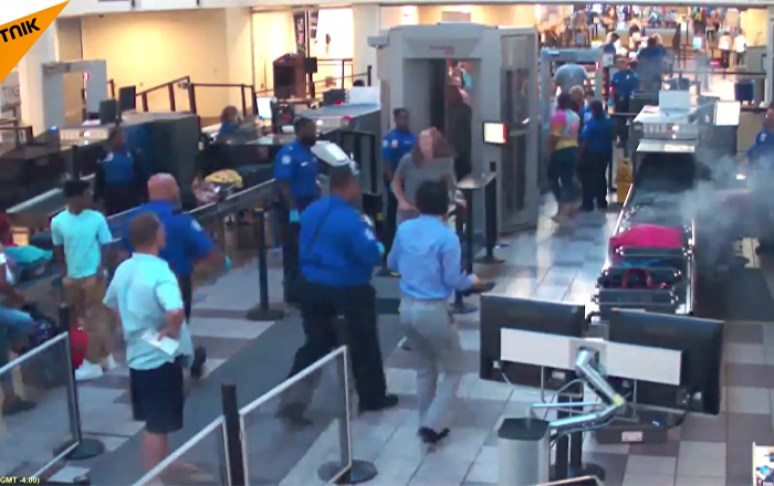 美國機場發現一個裝有爆炸電池的冒煙袋 工作人員迅速將電池帶離機場