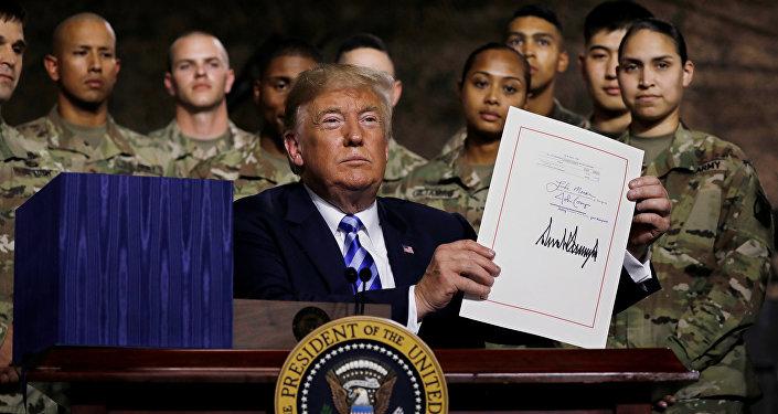 """美签署""""2019财年国防授权法案"""" 中国国防部回应"""