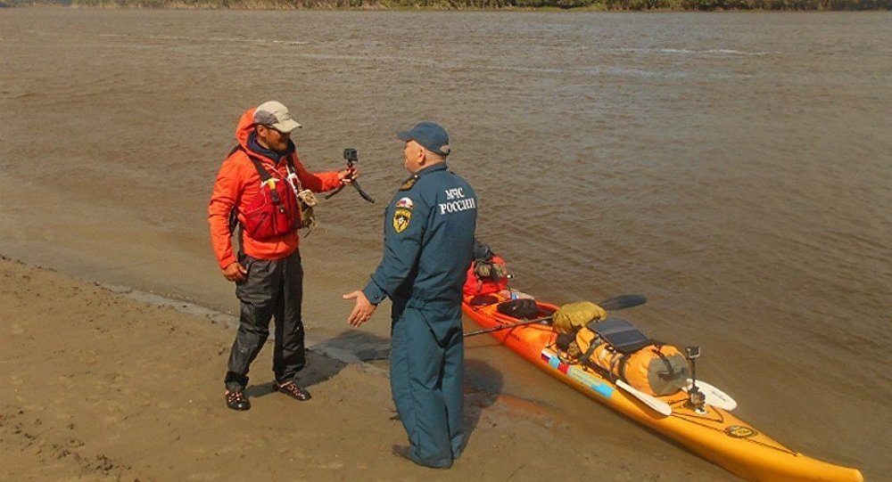 中国旅行者划皮艇漂流额尔齐斯河
