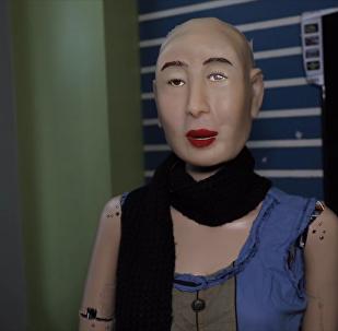 首款讲印地语的人形机器人面世