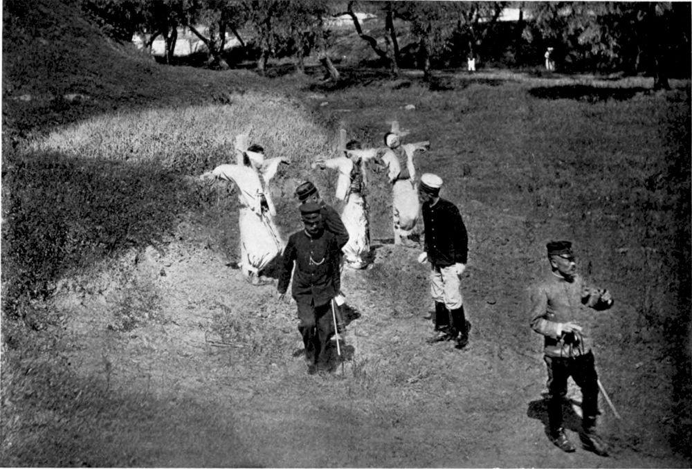 三名朝鲜人因抗议日本人占领自己的土地而被绞死。