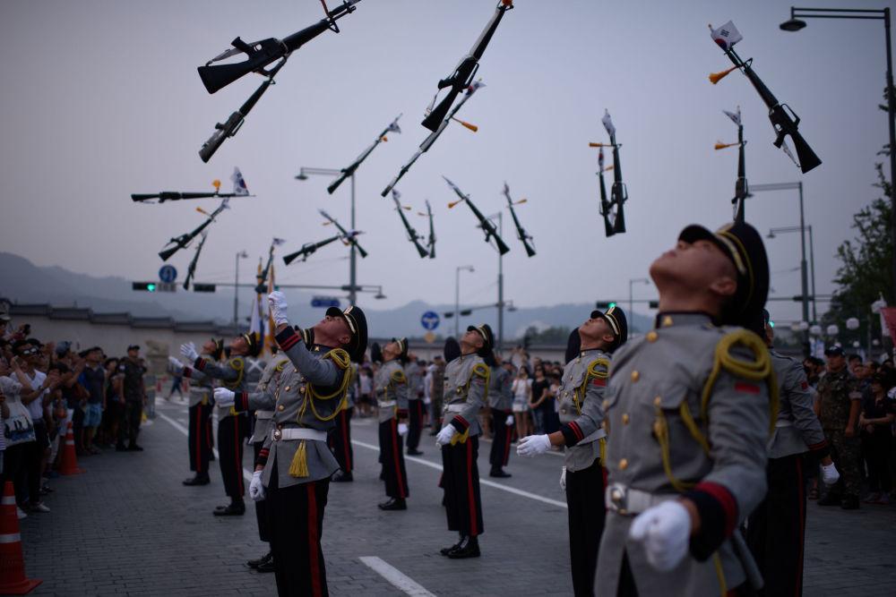 紀念從日本殖民統治下解放70週年的首爾閱兵。