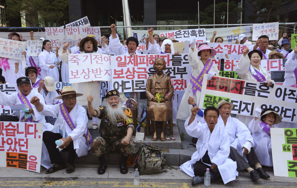从日本殖民统治下解放纪念日首尔日本使馆前的集会。