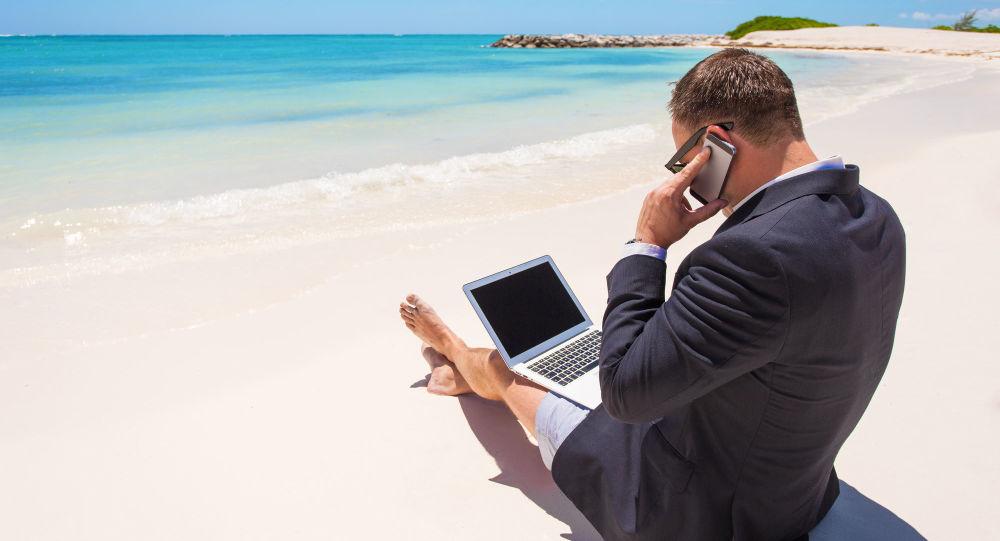 商人在沙滩上工作