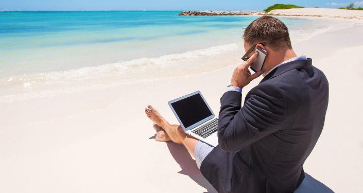 民调:过半俄罗斯人无法在休假时脱离工作