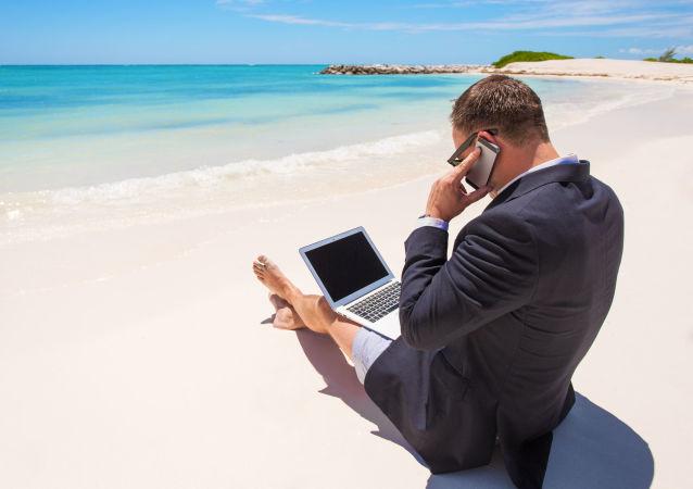 商人在沙灘上工作