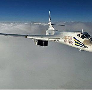 俄2架图-160战略轰炸机首次着陆楚科奇
