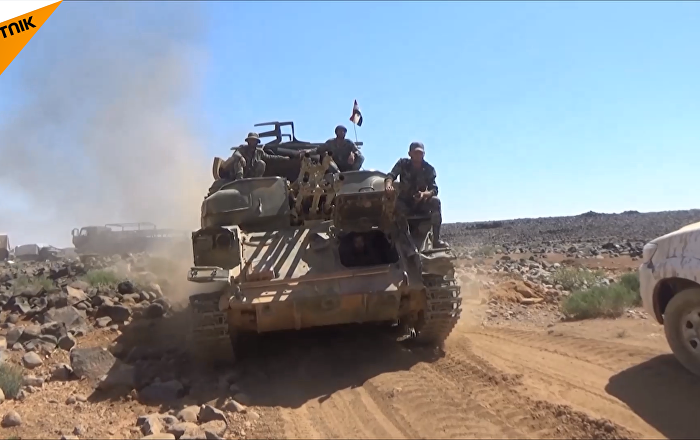 叙利亚军队在沙漠中使用苏联装备作战