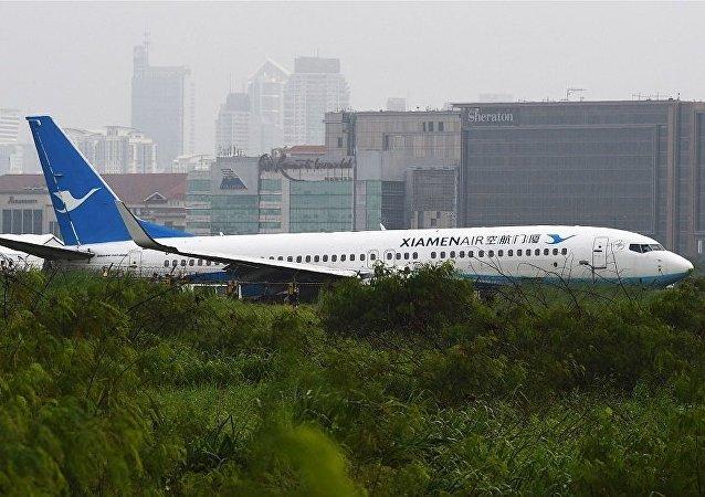 廈門航空客機馬尼拉機場降落偏離跑道沒人傷