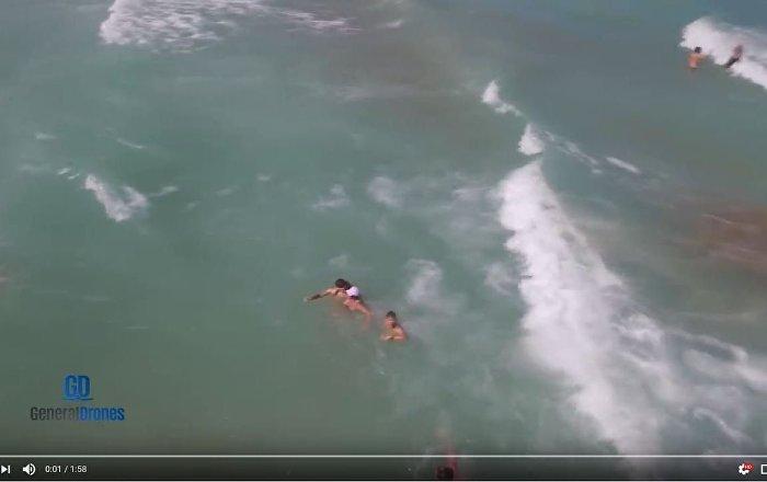西班牙无人机救起一名落水女子