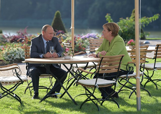 克宫:普京和默克尔就双边关系进行讨论